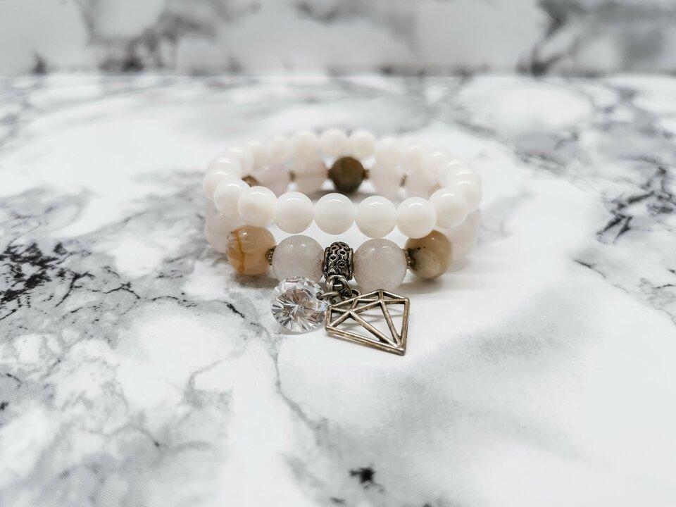 Rožinio kvarco, agato ir perlų apyrankė